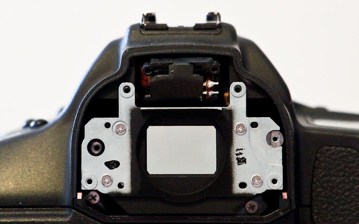 Rear cover / convex lens plate removed from my 1D II N.