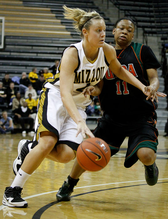 Missouri's Bailey Gee attempts to drive past Texas-Pan American's Sherrell Davis during the first period of the game against at the Mizzou Arena on Thursday, Dec. 10, 2009 in Columbia, Mo.  Missouri won the game 83-34.
